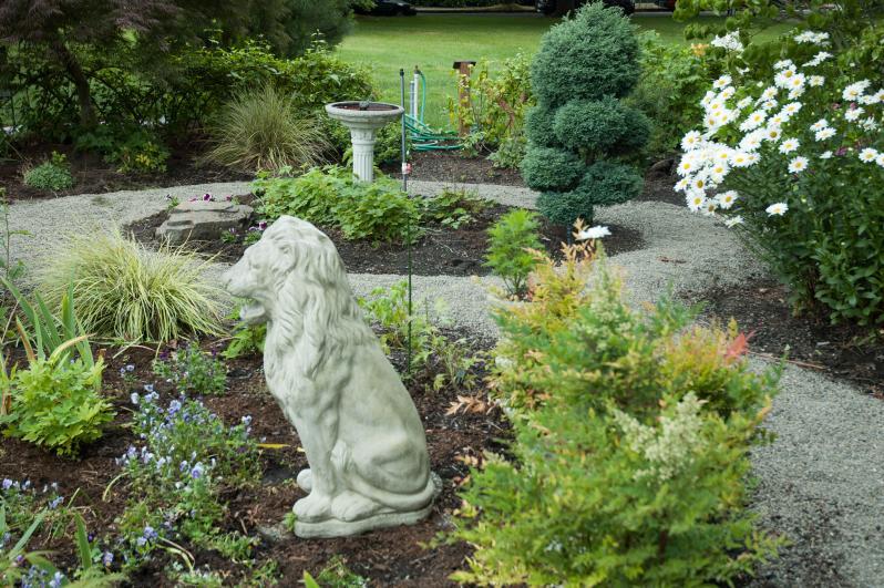 So many beautiful garden areas